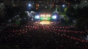 Milli Egemenlik Park'ında düzenlenen konserde Bahçelievler Belediye Başkanı Dr. Hakan Bahadır ve çok sayıda Haluk Levent hayranı katıldı. Sağlık çalışanları ve Başkan Bahadır sahneye çıkarak Haluk Levent ile birlikte Akdeniz Akşamları isimli şarkıya söyledi. Etkinlikte sağlık çalışanları şarkıcı Haluk Levent'e plaket takdim etti.
