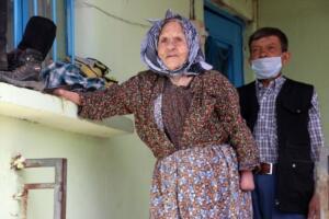 Ayşe Gökkaya'nın yeğeni Sıdıka Tıngır da teyzesine yaşı ilerlediği için 4 yıldır kendilerinin baktığını, bütün ihtiyaçlarını giderdiklerini ifade etti.