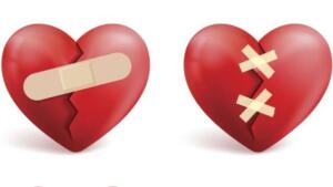 """Tıp dünyasında """"stresin tetiklediği kardiyomiyopati"""" olarak tanımlanan """"Kırık Kalp Sendromu"""" tıpkı kalp krizine benzer belirtiler verdiği için korkutucu olabiliyor. Acıbadem Kadıköy Hastanesi'nde Kırık Kalp Sendromu'na dikkat çekmek amacıyla """"Kalbiniz Sevgiyle Atsın"""" başlıklı bir söyleşi düzenlendi. Acıbadem Kadıköy Hastanesi Kardiyoloji Uzmanı Dr. Öğretim Üyesi Selçuk Görmez, söyleşide kalp hastalıkları hakkında bilgi verirken kadınlarda erkeklere oranla 9 kat daha fazla görülen Kırık Kalp Sendromu'nu da anlattı."""