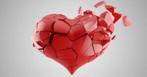 Kalp, akla sevgiyi getirse de kalp hastalıkları ölümle eş değer anlama gelebiliyor. Çünkü kalp-damar hastalıkları, tüm dünyada olduğu gibi ülkemizde de ölüm nedenlerinin başında geliyor. 2018 yılına ait verilere göre; bu hastalıklar ölümlerin yaklaşık yüzde 40'ından sorumlu. Bu nedenle uzun ve sağlıklı bir yaşam için kalbimize hem fiziksel hem de duygusal olarak iyi bakmamız gerektiği ortada. Çünkü kalbimiz ani gelişen stres durumlarında hormon değişikliklerine bağlı olarak gerçekten kırılabiliyor.