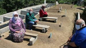 Koronavirüsten 8 ferdini kaybeden ve ölüm korkusuyla 10 yeni mezar hazırlayan aile: Bizim genlerimiz araştırılsın