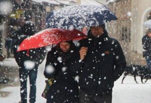 Meteoroloji tarih vererek uyardı. Sıcaklıklarda 6-10 derece arasında düşüş olacak. Türkiye Çarşamba günü akşam saatlerinden itibaren Karadeniz üzerinden gelen soğuk ve yağışlı hava kütlesinin etkisi altına girecek.