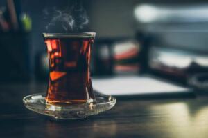 Anadolu topraklarının vazgeçilmez içeceği olan çayın insan sağlığına inanılmaz faydaları olduğunu biliyor muydunuz?
