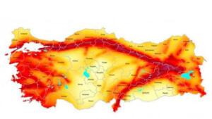 """Son 50 yıllık verilere baktığımızda Gediz depreminden Van depremine kadar 5 büyük deprem meydana gelmiş. Halbuki istatistiklere baktığımızda sayının 8-9'u bulması gerekiyor. Bu verilere bakarak büyük bir deprem olma olasılığının her geçen yıl yükseldiğini söyleyebiliriz"""" dedi."""
