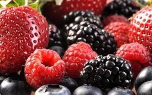 Kırmızı meyveler: Özellikle Tip 2 diyabet hastaları için antioksidan ve lif deposu olan kırmızı meyveler insülin üretmeye yardımcı olurken Tip 1 diyabet hastaları için de kan şekerini dengeleme açısından oldukça önemli.