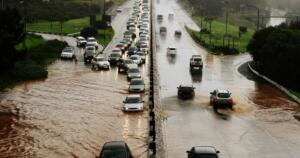 Ankara, Çankırı, Kırıkkale, Eskişehir'in doğusu, Kastamonu, Karabük, Bolu'nun doğusu ve Çorum'da çok kuvvetli yağış bekleniyor. Meteoroloji Genel Müdürlüğü, ani sel ve su baskınlarına karşı uyardı.