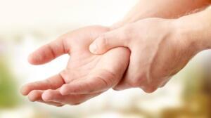 El ve ayaklarda oluşan renk değişikliği ve uyuşukluk tedavi edilmez ise ciddi sonuçlar doğurabilir. Diyabet hastası olanlarda, k-anlarında gezen fazla şeker bedenine hasar verir ve bahsettiğimiz el uyuşmasına neden olabilir. Belirtilerden biri de açılan yar-aların çabuk iyileşmemesidir. Vücudunuzun tümünde ağrılar varsa ve ağrılarını hiç geçmiyorsa, ayrıca kollarınızda ve ellerinizde uyuşma, karıncalanma varsa kesinlikle doktorunuz ile görüşüp bu şikayetlerinizi anlatmalısınız.