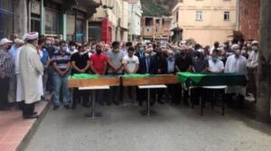 Taşhanpazarı Mahallesi'ndeki cenazeye Trabzon Valisi İsmail Ustaoğlu, İl Jandarma Alay Komutanı Kıdemli Albay Orhan Sırma, Of Kaymakamı Hayrettin Çiçek, ilçe belediye başkanları, çocukların dedesi Yüksel Çakır ile yakınları ve çok sayıda kişi katıldı. Cenazede acılı aile bireyleri, çocukların ardından gözyaşı döktü. İkindi vakti kılınan cenaze namazı sonrası 3 kardeş, gözyaşlarıyla, aile kabristanlığında yan yana toprağa verildi.