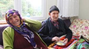 Trabzon'un Of ilçesi Balaban Mahallesi'nde yaşayan 110 yaşındaki Dursun Ali Keskin tereyağının yanı sıra soğanı ve zeytini sofrasından eksik etmiyor. Gençlik yıllarından bu yana tereyağına düşkün olan Keskin, her gün sabahları en az bir kaşık tereyağı yiyor. Önceden 5 tane inekleri olduğunu dile getiren Keskin, tereyağının kendisi için vazgeçilmez bir gıda olduğunu söyledi. 110 yaşında olan Keskin, bu süre zarfında birçok önemli olaya da tanıklık etti. Cumhuriyetin kuruluş kutlamalarına Of'ta katılan Keskin, Samsun'a çalışmak için gittiği yıllarda Atatürk'ü yakından görme fırsatı buldu. Eşi Emine Keskin (88) ile 70 yıldır evli olan Dursun Ali Keskin'in 6 çocuğu bulunuyor.