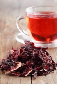 Yüksek tansiyonu ve kan şekerini dengeleme özelliği bulunan bu çay ayrıca bakın hangi önemli hastalıkları da tedavi ediyor. İbrahim Saraçoğlu akciğer kanserine yakalananların gün de iki bardakhibiskus çayı içmelerini öneriyor. Yine bu bitkinin alt taç yapraklarının vücuttan bakır atılımını sağladığını bu açıdan Wilson hastalığına yakalananların bu çayı muhakkak içmeleri gerektiğini belirtiyor.
