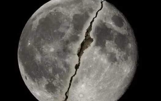 Ay yarıldı Kıyamet yaklaştı